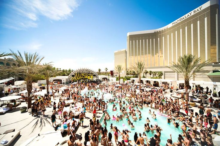 Daylight Beach Club inside Mandalay Bay #BestVegasPool