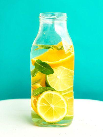 """Das """"Fruit Infused Water"""" ist nicht nur supergesund, sondern auch ein Blickfang auf jeder Gartenparty. Daf"""