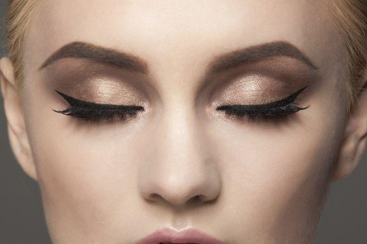 O delineador dá um charme a mais para qualquer produção de maquiagem, pois serve tanto para looks básicos, como para produções mais glamurosas. - Veja mais em: http://www.maisequilibrio.com.br/beleza/5-erros-mais-comuns-ao-aplicar-o-delineador-m0216-50689.html?pinterest-mat