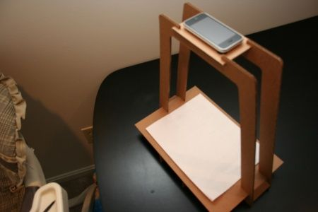 This DIY contraption can help you avoid camera shake and shadows when scanning photos with Pic Scanner app for iPhone and iPad