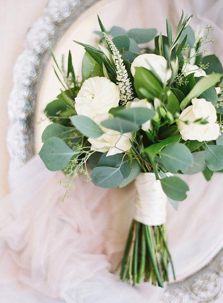 Свадебный букет в бело зеленых тонах, продажа цветов