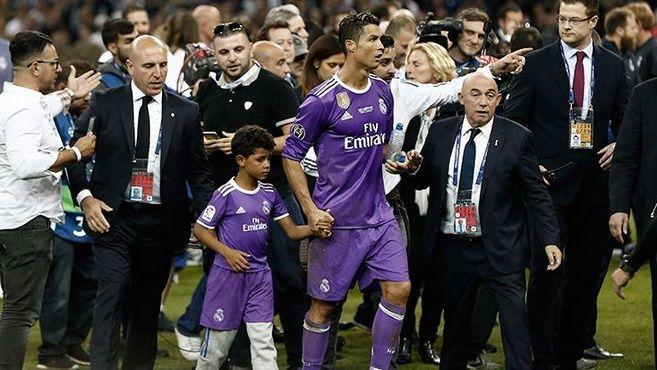 Ronaldo'dan müthiş gol! Ronaldo'dan müthiş gol!. http://halk-a.com/ronaldodan-muthis-gol/