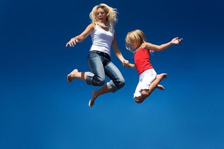 Welches ist das richtige Trampolin für mein Kind? - Ein Trampolin im Garten ist für Familien fast immer eine großartige Anschaffung. Die meisten Kinder lieben das freie, unbeschwerte Gefühl beim Springen.