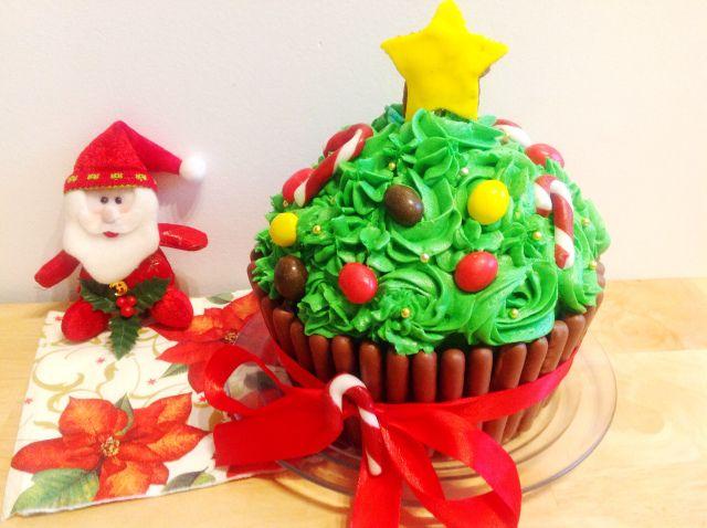 "Cupcake géant version sapin de Noël de ""Cupcakes"""