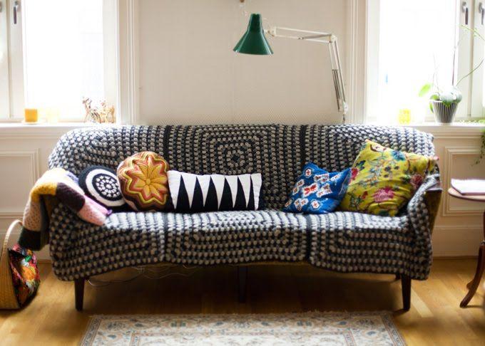 6 big granny squares seemed together 4 couch cover  cool! violaSometimes: DIY (NIB utfordring)