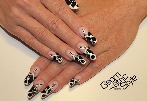 "L'arte delle forme: Tiziano ""GeometricStyle"" #tutorialnailart   #geometric   #nails   #nailart  - http://www.tentazioneunghie.it/tiziano-geometricstyle-intervista/"