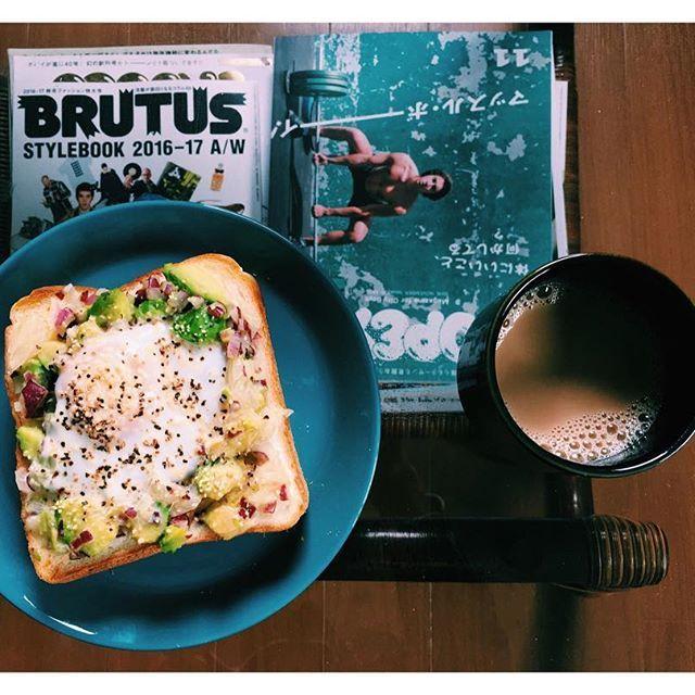 2016/11/10 10:36:28 lyc_d 理想の形できた ittalaの食器に卵乗せたトースト アボカドサラダも乗せた 久々にゆっくりした朝  #男子ごはん #男飯 #アボカド卵トースト #バルミューダ #balmuda #ittala #popeye #brutus #朝食 #お洒落さんと繋がりたい