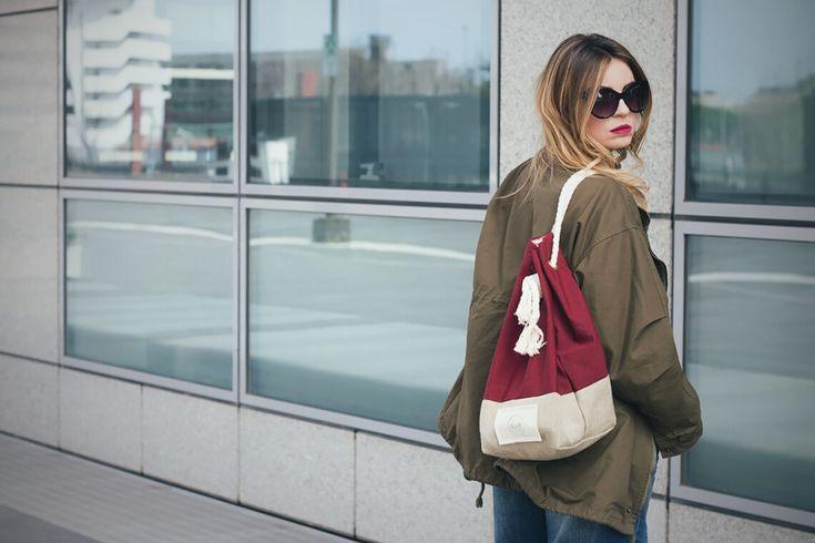 Bra over shirt http://www.dressingandtoppings.com/2017/03/24/reggiseno-a-vista/ #blogger #style #bra #trend #backpack #lagoffabag #zaino