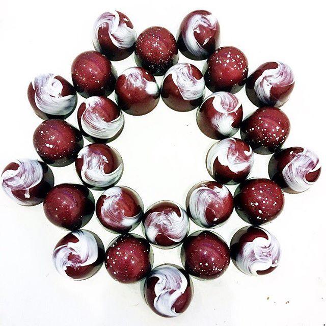 Stunning Valrhona chocolate bonbons by A519chocolate!
