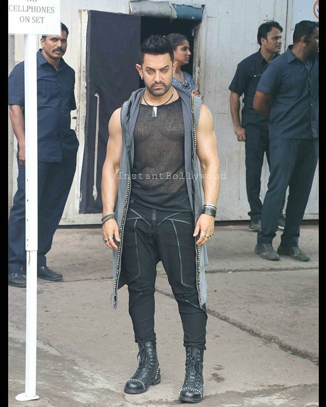 Aamir Khan looking fierce in black and grey snapped on the sets of Dangal shoot. @INSTANTBOLLYWOOD ❤ ❤ ❤ . . #Instabollywood #instantbollywood #bollywood #india #indian #desi #mumbai #delhi #noida #gurgaon #bangalore #bengaluru #jaipur #ahemdabad #surat #pune #indore #bollywoodstyle #bollywoodfashion #chandigarh #hyderabad #amritsar #ludhiana #aamirkhan
