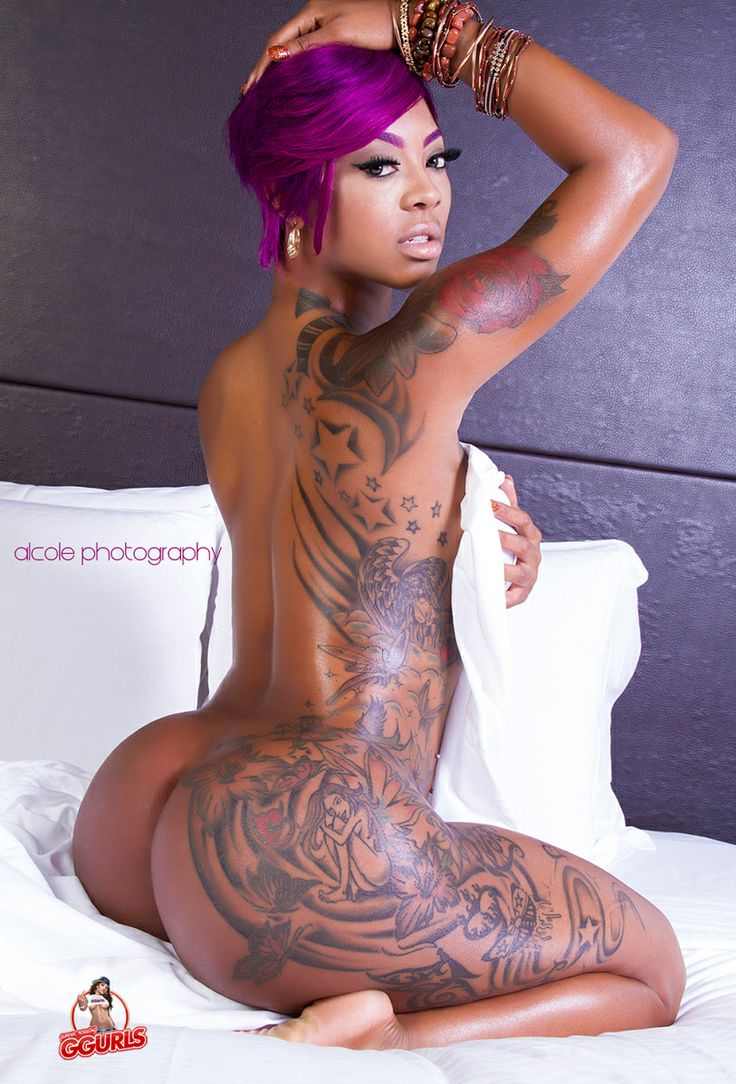 Sexy tattoo on black girl ass