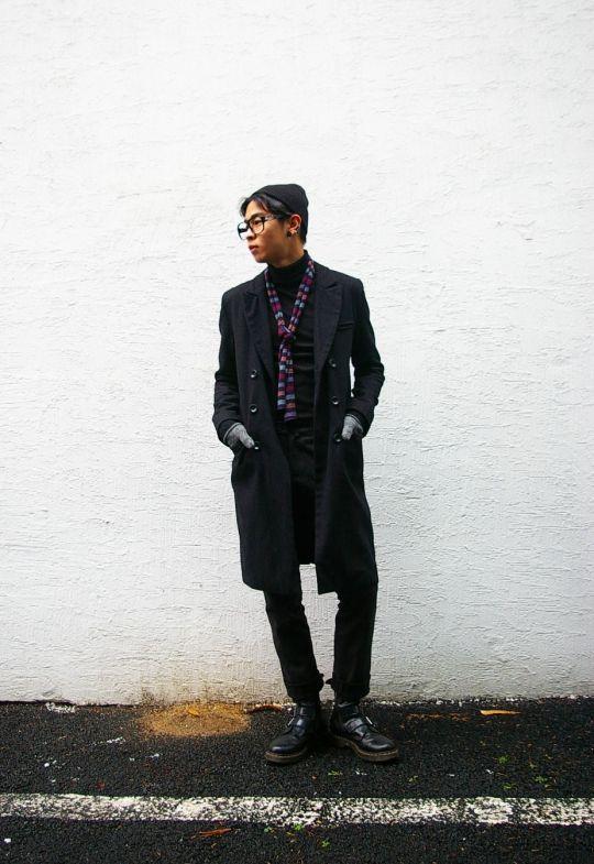beanie-h&m, coat-vintage, bottom-asterr, shoes-dr.martens. Winter street fashion of seoul.