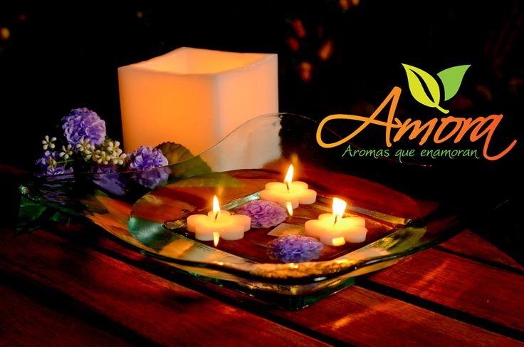 Decoración romántica con velas flotantes