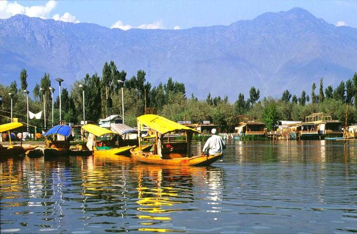 Explore Flywidus.com and book flights from  Hyderabad to Srinagar, get daily deals and exciting offers on all domestic flights booking.