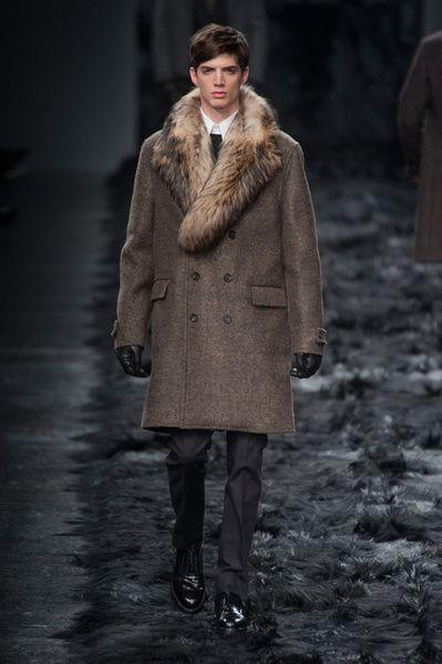 MMU FW 2014-15 – Fendi See all the catwalk on: http://www.bookmoda.com/sfilate/mmu-fw-2014-15-%E2%80%93-fendi-2/ @Fendi #fendiofficial #milan #fall #winter #catwalk #menfashion #man #fashion #style #look #collection #MMU