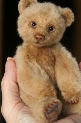 """OOAK 7 1/2"""" Grizzly Teddy Bear made from imported French faux Fur.  Bear has sculpted nose and claws. He's a  real sweetheart ! Artist : Kimbearlys Originals....Photo via Ebay"""