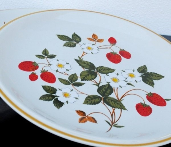 Rstly 70s Sheffield Stoneware Dinner Plate, Strawberries-n-Cream Dinnerware. (From our Strawberry Gallery days)