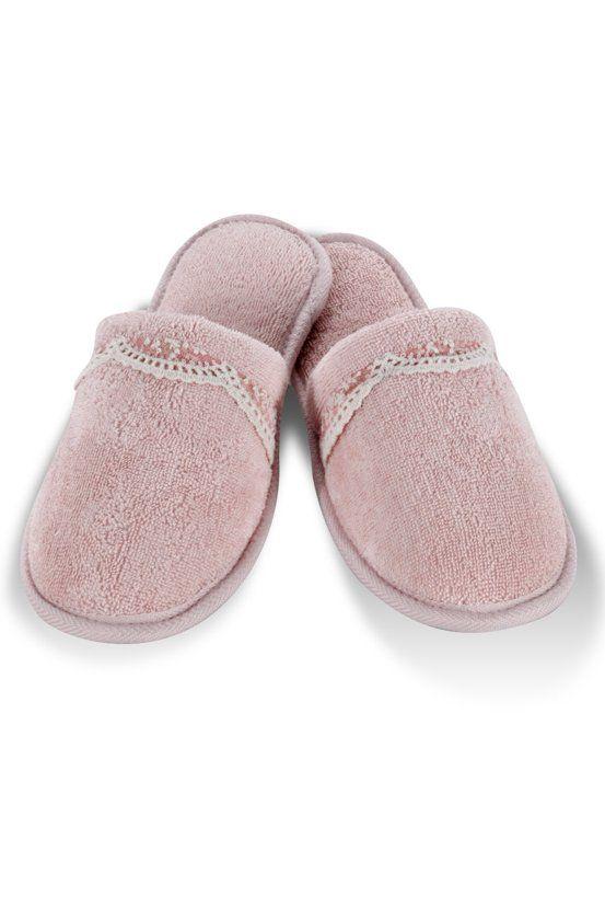 Froté pantofle BUKET jsou vhodným doplňkem k županům BUKET ve stejném designu.