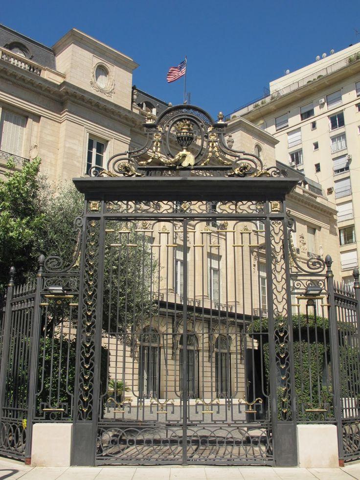 """""""""""Palacio Bosch"""""""" en el barrio de Palermo, hoy es la residencia del Embajador de los EEUU, Buenos Aires."""