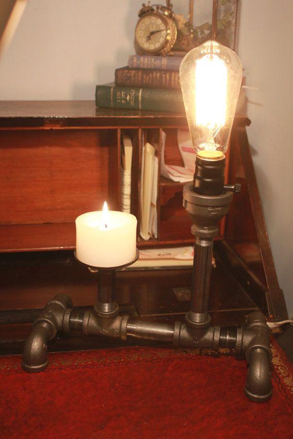 Lampe de bureau ampoule Edison avec porte-bougie par PipesandLights