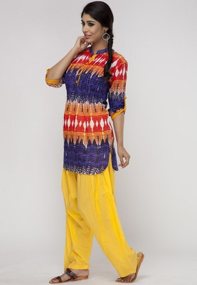 Suit Set for women from Shree. Made from 100% cotton, this suit set comprises a kurta and a patiala salwar. The hip-length kurta features tie-and-die print, mandarin collar with front button placket. A beautiful combo of plain, patiala salwar and tie-and-die printed kurti. Made from finest-quality cotton, this suit set from the world of Shree is a perfect choice for summers.