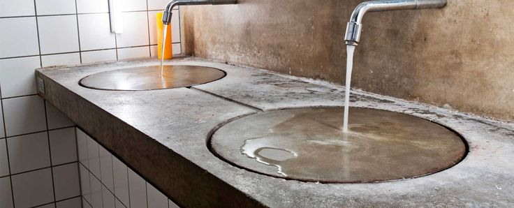 Design Doppel Waschtisch ohne Becken aus Beton mit Patina