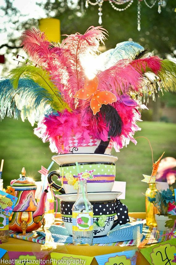What a table centrepiece for an Alice in Wonderland tea party!