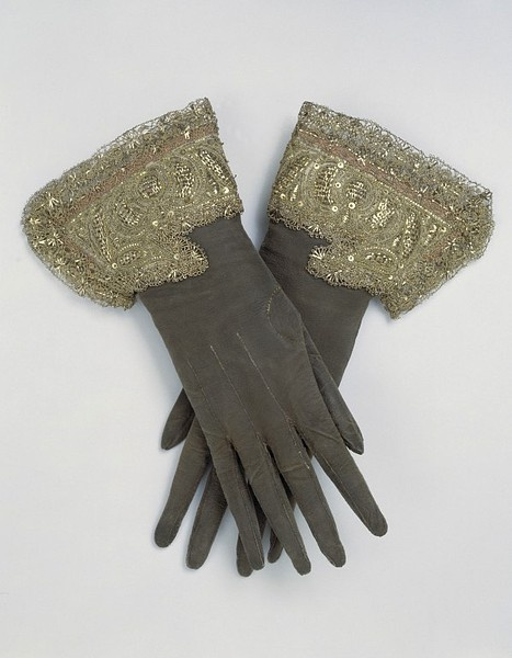 Pair of gloves, leather, embroidered with silver and silver-gilt thread, England, 1660s.