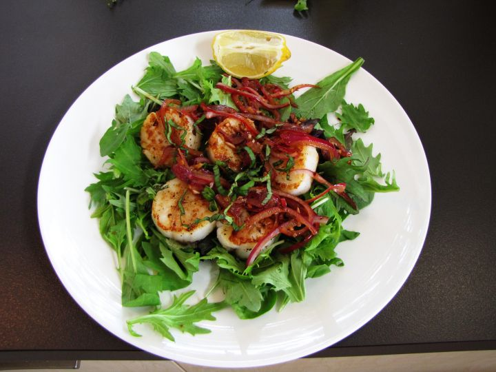 Seared scallops with basil, chili and garlic, 5:2 diet recipe, less than 250 calories