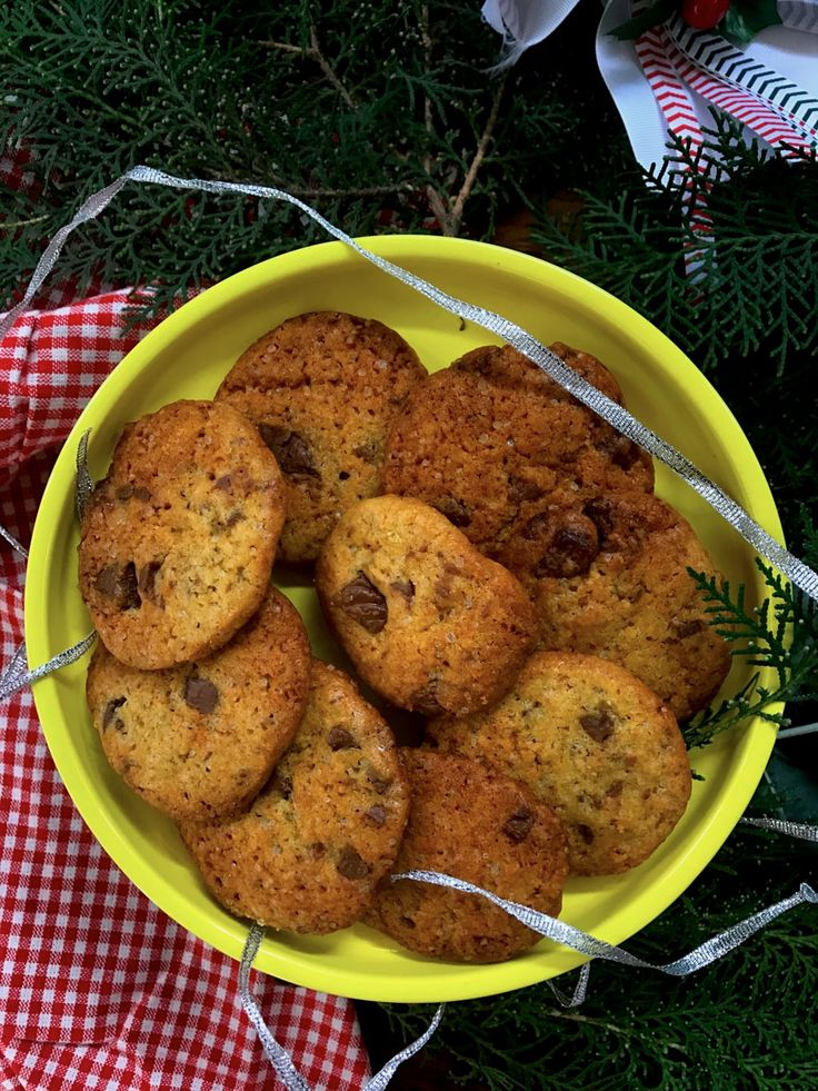 On finding great recipes in the unlikeliest of places and a recipe for extra chewy extra chocolatey chocochip cookies , that I stumbled upon by accident in a kids' fantasy book. Your search for the best chocochip cookie ends here.