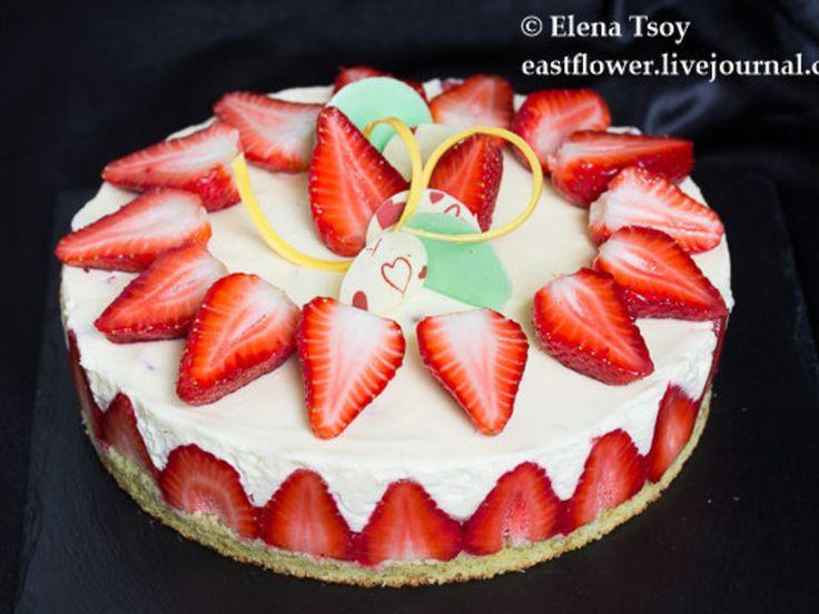 Люблю этот торт - готовится быстро, свежие ягоды и маскарпоновый крем. А фисташковое финансье просто тает во рту. Мне всегда жалко подвергать свежие ягоды термически (не так уж ее много), да, если чест