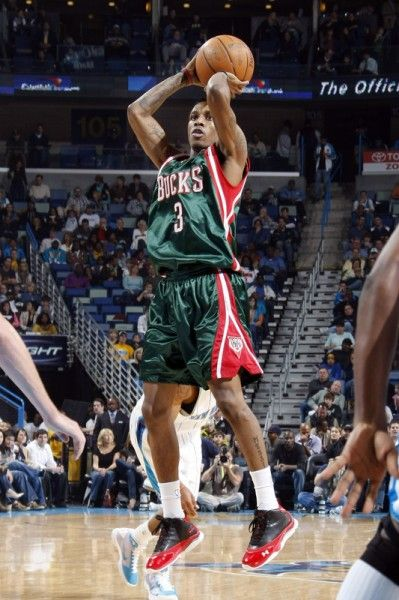 Brandon Jennings.. as a rookie, he scored 55 points in a game, and is a lefty. He is one of my inspirations.