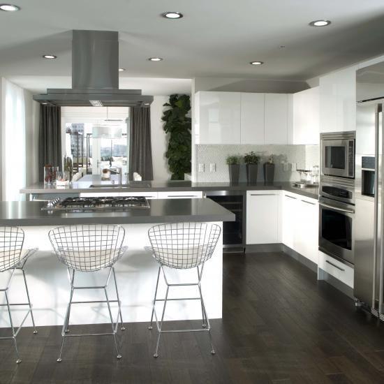 Moderne Monochrome Küche Mit Viel Weiß Und Edelstahl | #Wohnidee Von  Interior Design