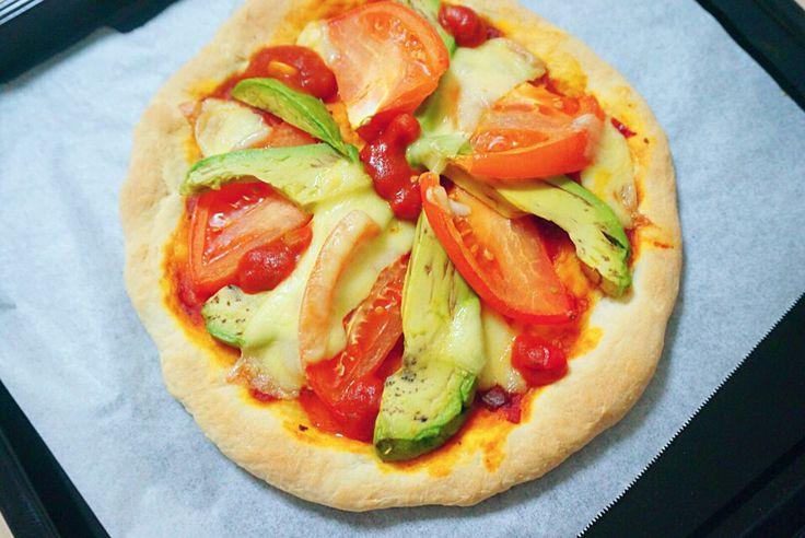 トマトとアボカドの手作りピザ♡手捏ね