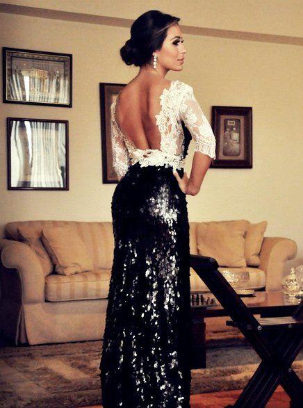 Vestido longo com costas de renda e saia de paetê. A combinação estourou no mundo fashion, e também promete versões incríveis em comprimento curto.