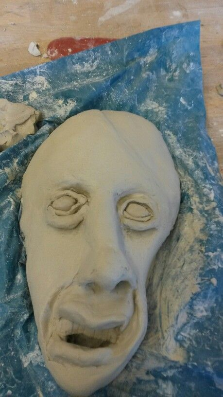 Vandaag heb ik mijn masker half veranderd in een doodshoofd