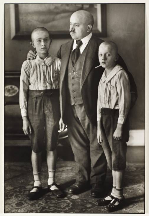 Face-Off in Weimar Culture: The Physiognomic Paradigm, Competing Portrait Anthologies, and August Sander's Face of Our Time By Wolfgang Brückle 25 April 2013 Tate Papers Issue 19