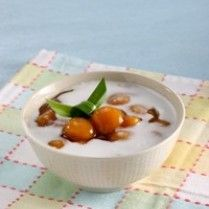 Biji Salak - Sweet Potato Balls in Palm Sugar Syrup/ Bahan-bahan/bumbu-bumbu :250 gram ubi merah, dikukus, dihaluskan 100 gram tepung sagu 1/2 sendok teh garam Bahan saus: 1.000 ml air 150 gram gula merah sisir 2 lembar daun pandan, diikat 1/2 sendok teh garam 20 gram tepung sagu dan 100 ml air, dilarutkan Saus santan: 250 ml santan dari 1/4 butir kelapa 1/4 sendok teh garam 1 lembar daun pandan Cara Pengolahan : 1. Bola ubi, aduk rata ubi dan tepung sagu. 2. Bentuk bola kecil pipihkan…