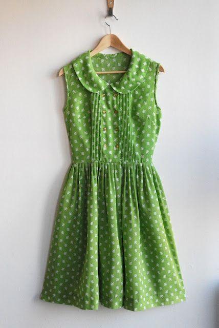 vestido de lunares, color verde y con cuello bebé