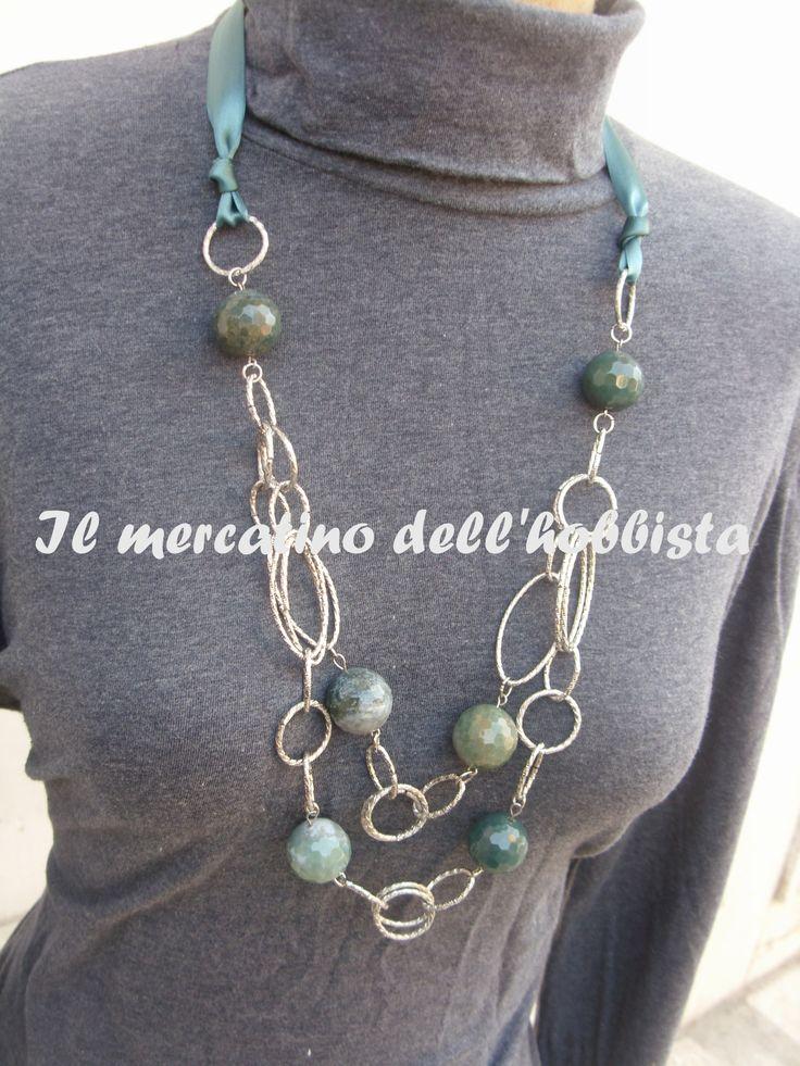 collana con catena oro cristalli di vetro nelle tonalità del viola e ametista, con chiusura in raso