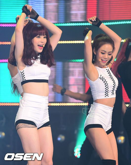 Youngji and Seungyeon