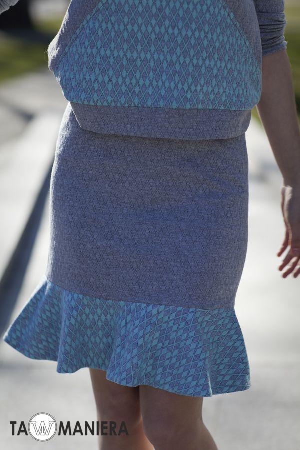 Szaro-niebieska spódnica z falbaną.   #szara #niebieska #spódnica #moda #falbana #wiosna #lato #komplet #kolekcja