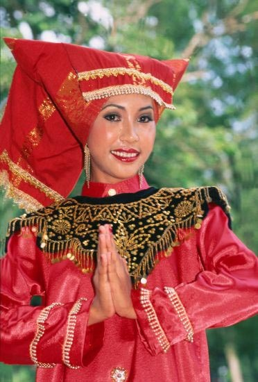 Malaysian Dancer in traditional dress