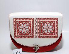 Geanta handmade din piele naturala brodata manual cu motive traditionale romanesti