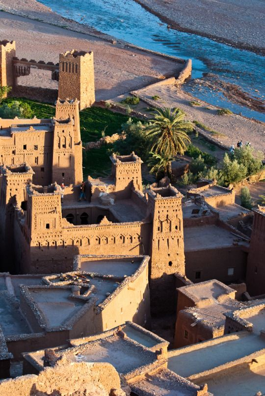 The fortified berber city of Aït Benhaddou / Morocco (by L0bit0).