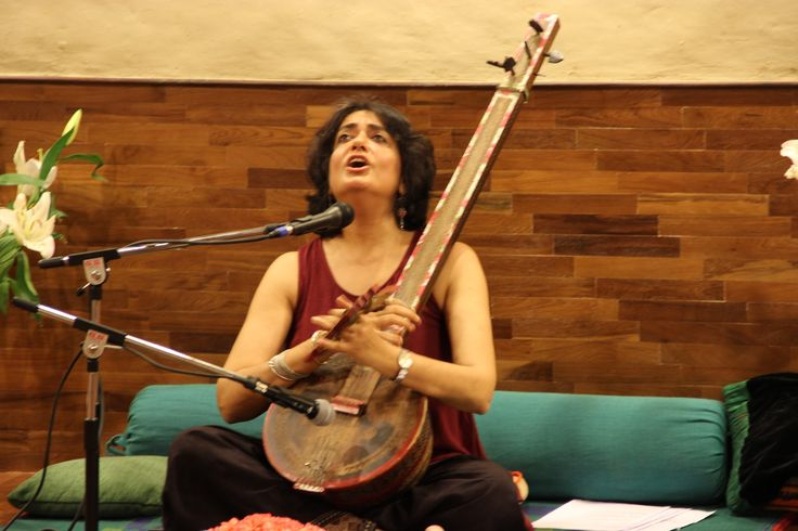 Immersion into Kabir music and philosophy through a soulful experience of the bhajans and explanations by Shabnam Virmani