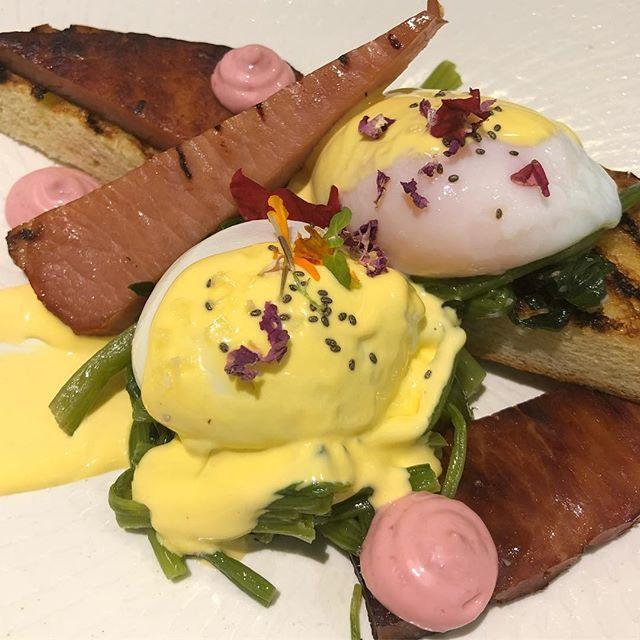 My breakfast is a work of art! #eggsbenedict #breakfasttreat