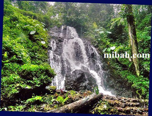 Air terjun watu Lumpang http://www.mibah.com/2015/04/air-terjun-watu-lumpang-cangar.html