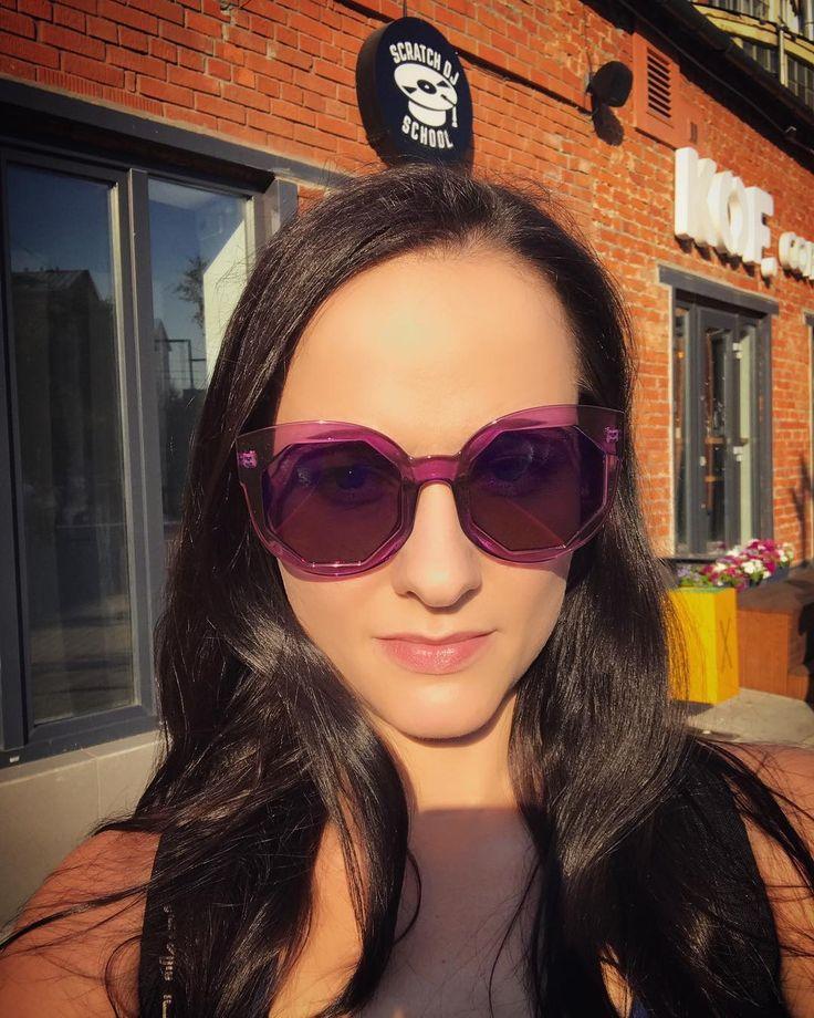 Хочу смотреть на мир в розовых очках.  Ну, хотя бы в фиолетовых:) #летовгороде #дизайнзаводфлакон #хипстастайл