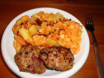 Das perfekte Möhren und Kartoffeln untereinander mit Frikadellen. Ausprobiert: Hmmm - sehr lecker!